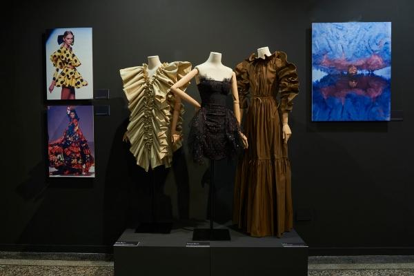 """Exposición """"Las costuras femeninas de la moda de España (1930-2018)"""""""