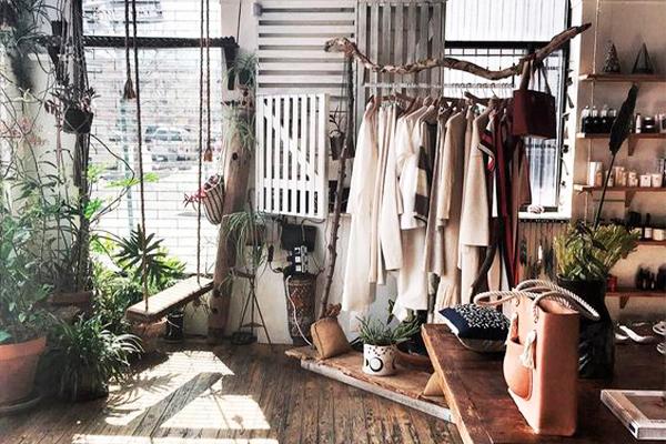 Decoración sostenible en tiendas